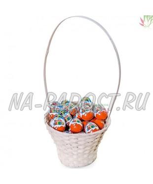 Корзина с киндер яйцами