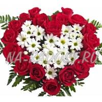 Сердце из хризантем и роз